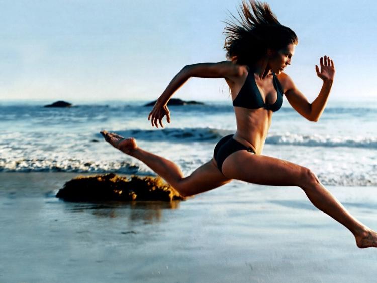 girl-running-on-the-beach_brash_fitness1.jpg
